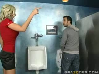 Dronken milf sucks in toilet!