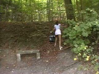 فتاة قسري في ال park