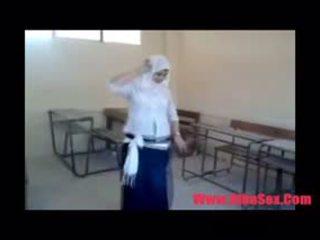 Arab egypte dance in school-