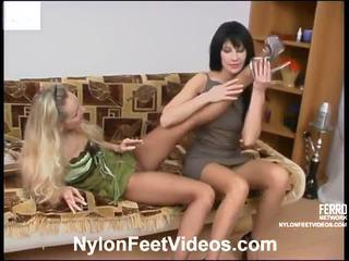 Rosaline と sophia 赤 セクシー ナイロン footsex