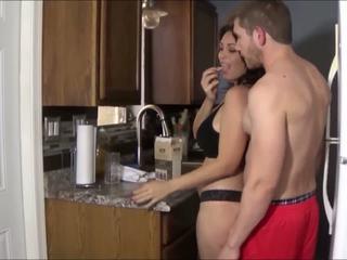 big boobs, big butts, jatuh tempo