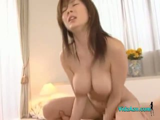 Krūtainas aziāti meitene getting viņai vāvere fucked grūti sejas masāža par the gulta