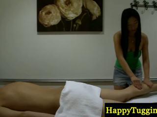 Echt aziatisch masseuse offering kinky voorstel