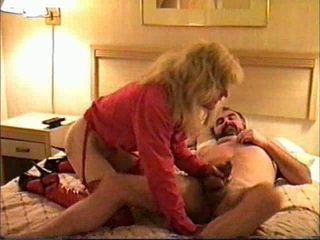 Transeksuwal gave ulo sa a motel