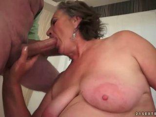 Chlupatý babičky enjoying nepříjemný pohlaví