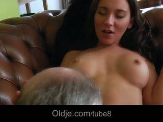 뜨거운 bossy 비탄 fucks 그녀의 늙은 butler