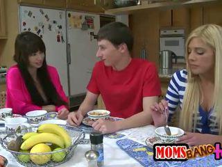 Filthy mature Jenna Moore loves threeway