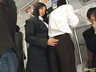 Saori hara the taieši stunner gives a laizīšana uz the subway