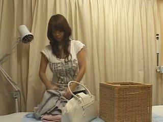 Japon massage grand nichons seins gros seins asiatique groupe