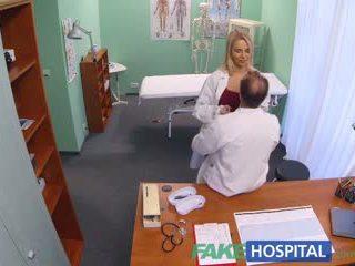 Fakehospital nowy pielęgniarka takes double wytrysk z napalone doktor