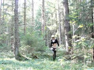 Lola spais crossdresser في ال غابة