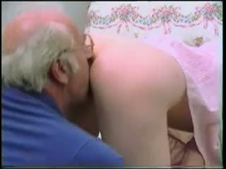 Vecchio uomo has un bello giovanissima su suo pene