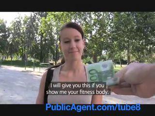 Publicagent sexy fitness instructor a foder para dinheiro