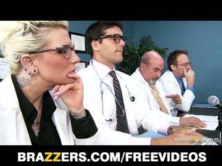 Brandy aniston जायेंगे करना कुछ भी को मिलना उसकी मेडिकल licence