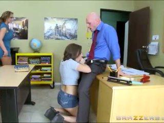 Підліток і мачуха worships школа teachers великий пеніс
