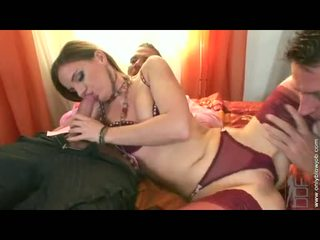 Soaked امرأة سمراء evelyn foxy stuffs لها constricted وجه hole مع ل شاق هائل كوك