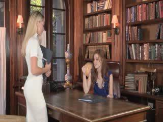 Patiess mīlestība starp lezboes uz bibliotēka