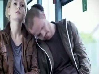 Martina hill - boob groped i tåg