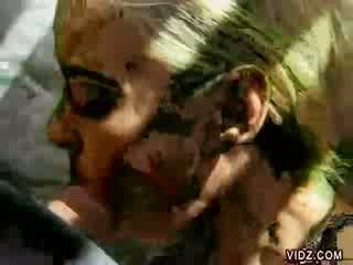 Prostitūte olivia saint delightedly licks milzīgs shaft