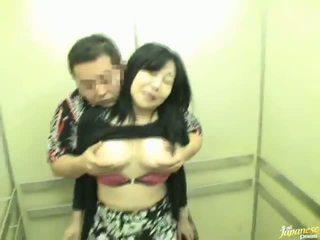 Elevator shafting não longe a partir de sensuous chinesa milf!