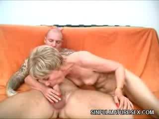 Mature slut Fucks