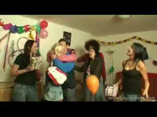Juvenile blondine party rit