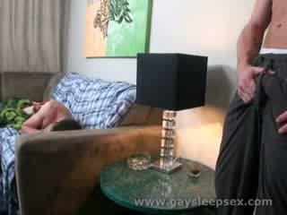 स्लीपिंग roomate woken ऊपर को यौन परिस्थिति
