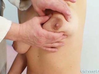 Elder vrouw vreemd speculum vagina examination