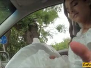 Runaway 신부 amirah adara pounded 와 stranger 에 a 자동차